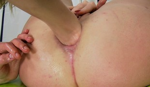 Freaky babe uses a fucking machine to make sore for anal fisting