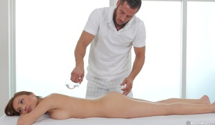 When this guy fingers her she knows she needs to fuck her masseuse