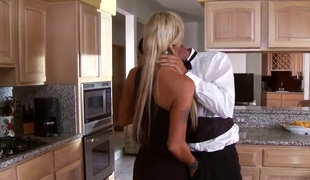 Boring milf Houston acquires her pussy boned in the kitchen