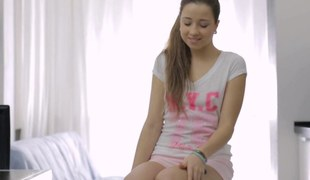 cute teen is desirous at hand have her sex seance